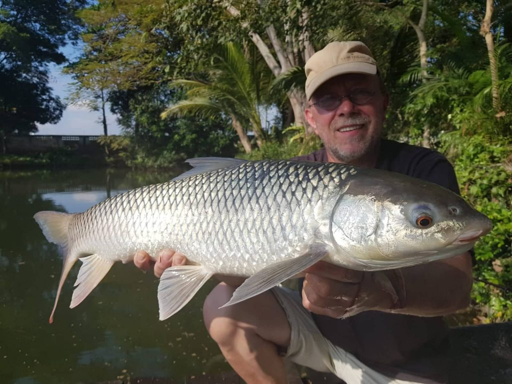 small_scale_mud_carp_mrigal_fishing_dreamlake_thailand